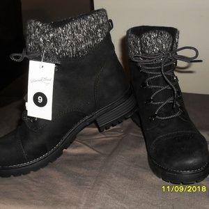 New Women Size 9 Black Hiking boots